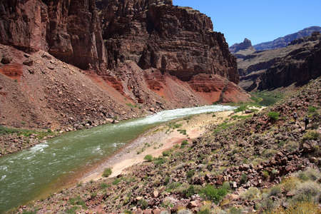 Hance Rapids and the Granite Gorge as seen from the Tonto Trail descending toward the rapids in Grand Canyon National Park, Arizona. 版權商用圖片 - 126896033