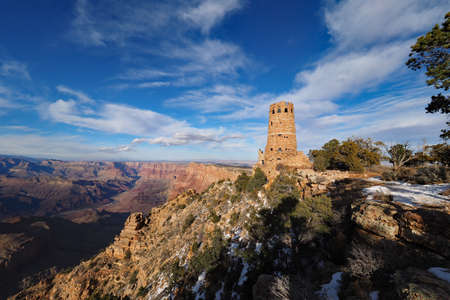 The Desert View Watchtower on the south rim of the canyon in Grand Canyon National Park, Arizona, in winter. Imagens