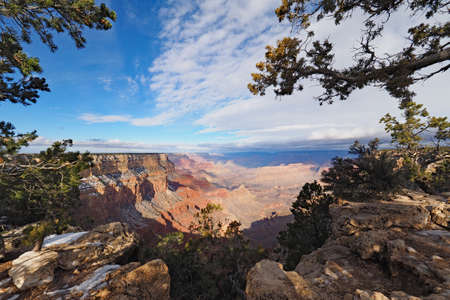 View of the Grand Canyon under a complex cloudscape from the South Rim Trail in Grand Canyon National Park, Arizona, in winter. 版權商用圖片