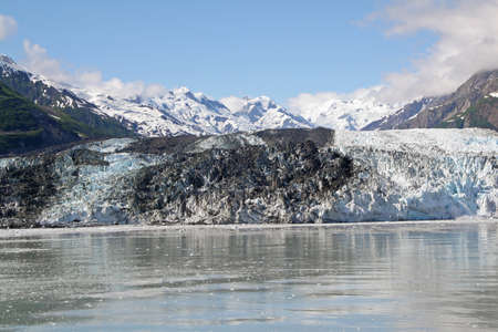 Turner Glacier and surrounding mountains in Disenchantment Bay, Alaska. 免版税图像