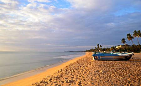 Lange blootstelling genomen op een tropisch strand tijdens de moesson tijd Woonplaats Nilaveli strand, Sri Lanka Stockfoto