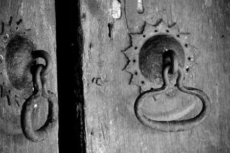kandy: Embekka Devale, wood carved temple near Kandy, old door details Stock Photo