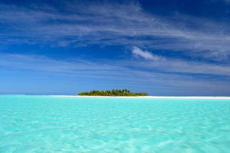 De prachtige kleur van Aitutaki lagune, Cook Islands, genomen vanaf de boot
