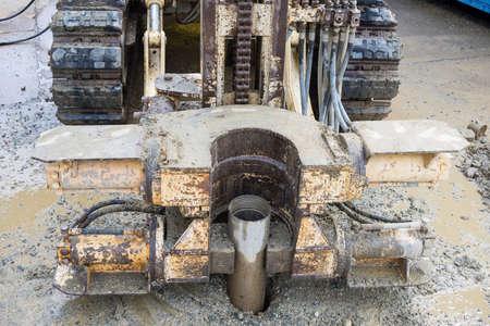 pozo petrolero: Perforadoras para la ingeniería geotécnica, protección del medio ambiente o el propósito de análisis de suelos. Cierre de vista.