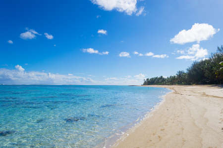 rarotonga: The gorgeous turquoise sea of Rarotonga lagoon viewed from white sandy beach