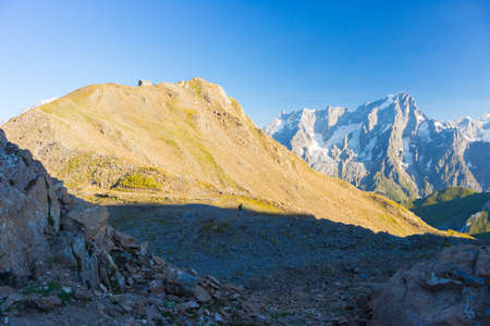 courmayeur: High mountain trail with great panoramic view over the Mont Blanc massif. Backpackers summer adventures and wanderlust in Valle dAosta, Italian French Alps. Stock Photo