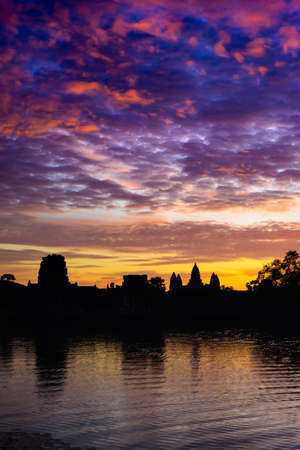 Angkor Wat night starry sky at dusk main facade silhouette reflection on water pond. World famous temple in Cambodia. 版權商用圖片