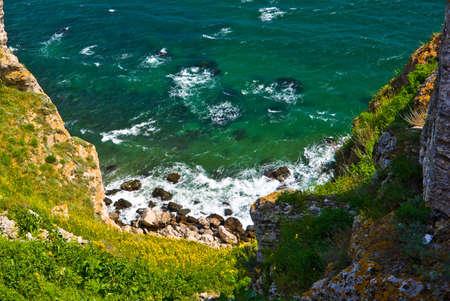 Regarde les falaises Thraces de cap Kaliakra, Bulgarie Banque d'images