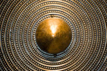 Bronze bouclier arri�re-plan. Focus s�lective. Profondeur de champ.  Banque d'images