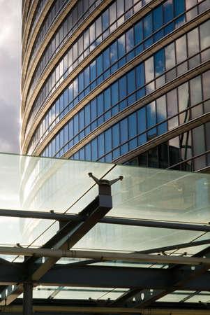 Gratte-ciel et rimlight au coucher du soleil. Docklands, London, UK. Banque d'images