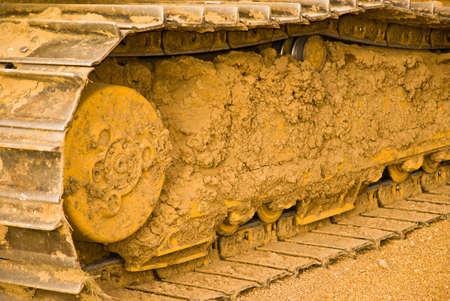 Excavatrice pistes couvertes de boue