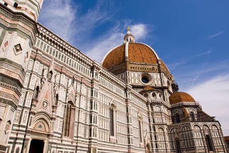 Duomo di Firenze contre le ciel bleu.