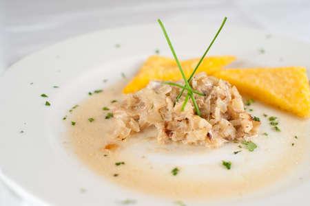 Baccal� 'e polenta. Italienne typique plat de poisson.