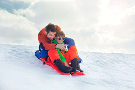 父と息子の滑雪で楽しんで 写真素材