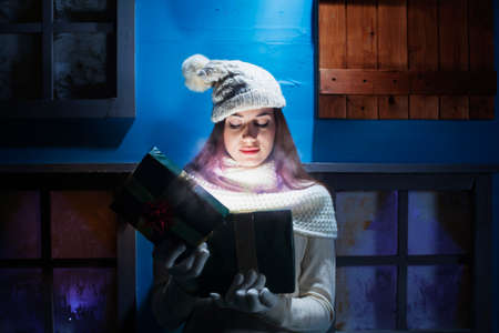 クリスマスの夜の幻想的な雰囲気 写真素材 - 33313844