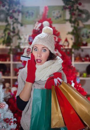 怖い女性のショッピングのための彼のクレジット カードを使用した後 写真素材 - 33662093