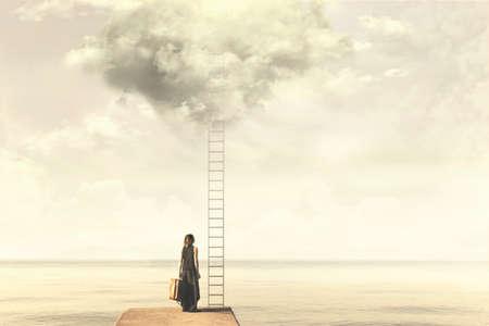 はしごの前に立っている女性のシュールな瞬間が雲の上に行く