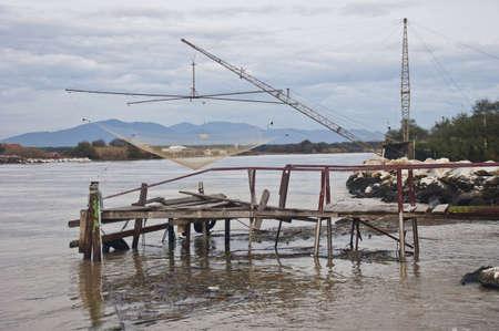 redes de pesca: Redes de pesca en el r�o Arno