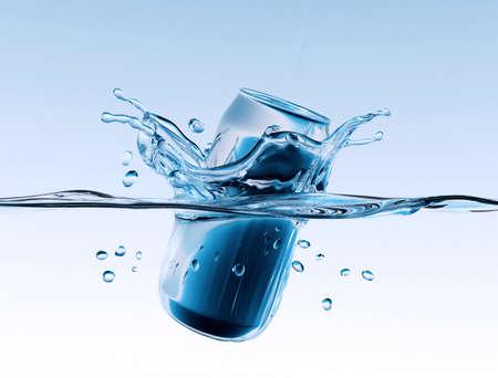 Aluminum can with water splash Imagens
