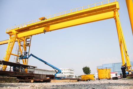 overhead crane: Atmosphere in the construction and installation of crane  Stock Photo