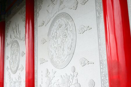 raw material: Chinese motifs, stone carvings, which are the raw material.