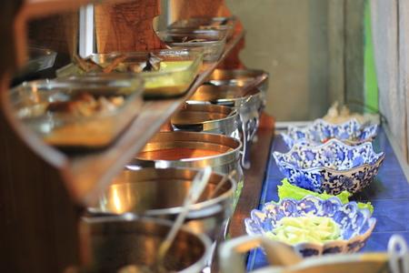 インドネシアの伝統的なレストラン、スマトラ、パダン