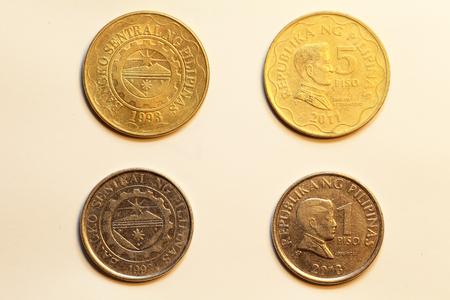 フィリピンで 1、5 ペソ硬貨 写真素材 - 39002880