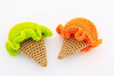 オレンジと緑の色でアイスクリームかわいいかぎ針編みパターン