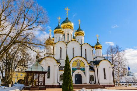 Kathedraal van St. Nicholas in Nikolsky-klooster, Pereslavl-Zalessky, regio Yaroslavl, Rusland, maart 2019 Stockfoto