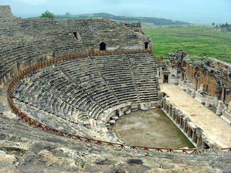 roman amphitheatre: Anfiteatro romano donde fue representados eventos y tragedias