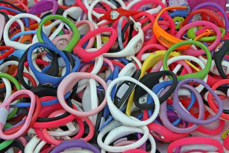 pulseras de goma color, relojes a la venta en el mercado local para ni�os Foto de archivo - 9101381