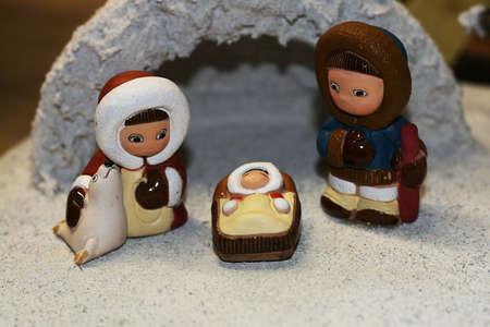 esquimales: Sagrada Familia durante el nacimiento de Jesús en el pesebre 08 Foto de archivo