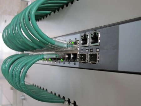 structured: cables de telecomunicaciones de certificados de equipo en los enchufes Ethernet Editorial