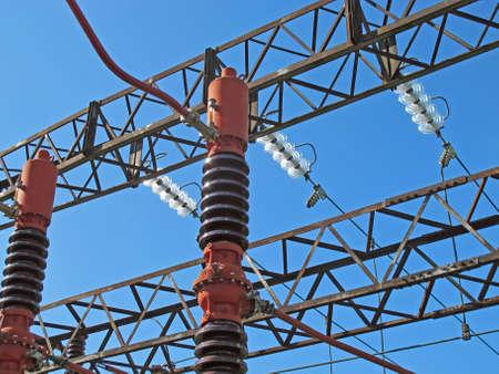 the switch: Powerhouse con travi reticolari, interruttori, sezionatori, barre di rame