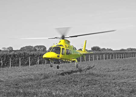 bn: rescate de helic�ptero amarillo de ambulancia a�rea de despegue BN