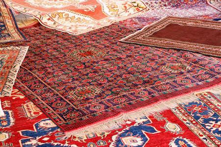 sch�ne Sammlung von wertvollen und bunten Teppichen afghanischer Herkunft Lizenzfreie Bilder