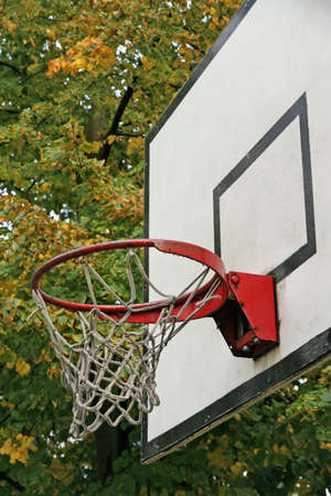 oratory: baloncesto aro utilizado una antigua capilla donde muchos niños jugaban