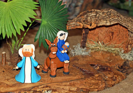 presepe: Mary Joseph and baby Jesus on the flight into Egypt and the Manger Stock Photo