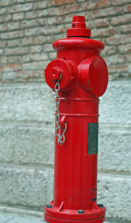 Red fire hydrant available of firefighters to tame the fires Фото со стока - 16822311