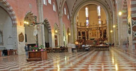 marble flooring: Interno della Cattedrale di Vicenza con il pavimento in marmo