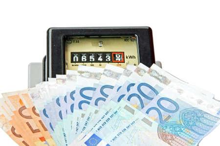 delincuencia: contador eléctrico molinete con el euro