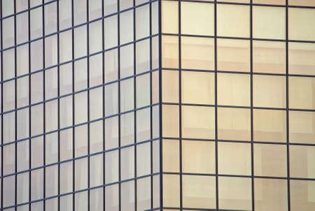 demografia: fachada gigantesco de un rascacielos de cristal con espejo de varias oficinas p�blicas