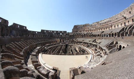 Fisheye disparo en el interior del Coliseo incre�ble edificio de la antigua Roma en Italia