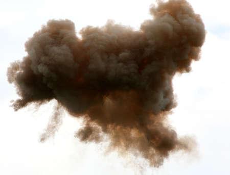 productos quimicos: nube t�xica en el cielo despu�s de la explosi�n de una f�brica de productos qu�micos
