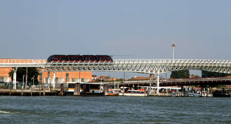 monorail: Monorail technology to transport tourists and commuters at the port of Venice