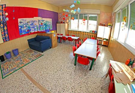 Innenraum einer Klasse von einem Kindergarten ohne Schulkinder Standard-Bild - 23792114