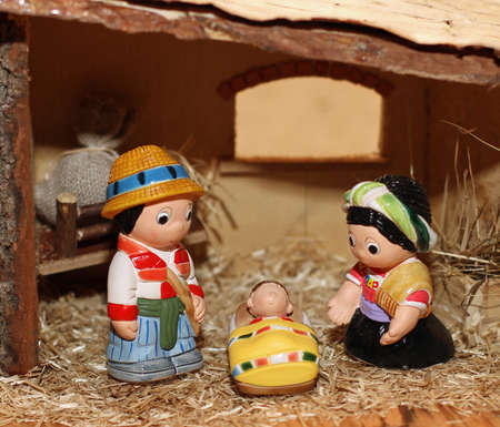 presepe: Nativity scene with statues of hand-decorated pottery in the Manger