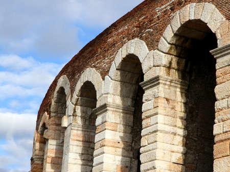 imponentes arcos de la antigua Roma Foto de archivo - 24961514