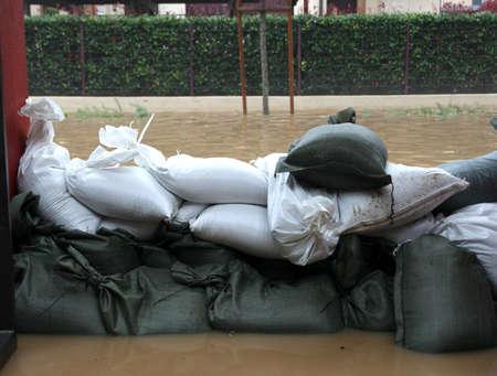 Sandbags in torrential flood defence in City Road Foto de archivo