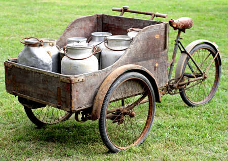 arrugginito vecchie biciclette dell'antica lattaio